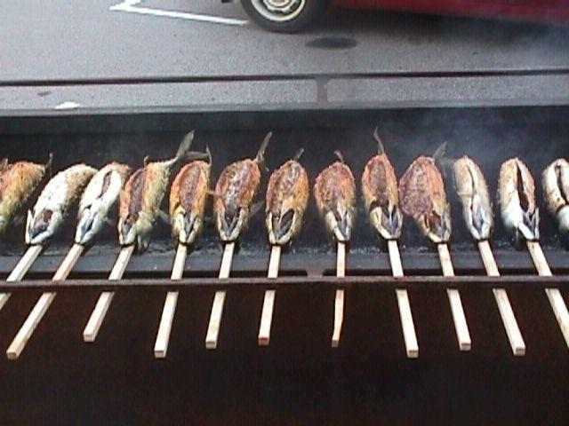 Steckerlfisch (Makrele) mit hausgemachten Salz- und Kräutergemisch, auch zum mitnehmen möglich, Nickis Restaurant, Fritz Semper, Gmünd