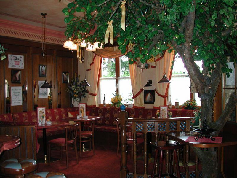 Nickis Restaurant Cafe