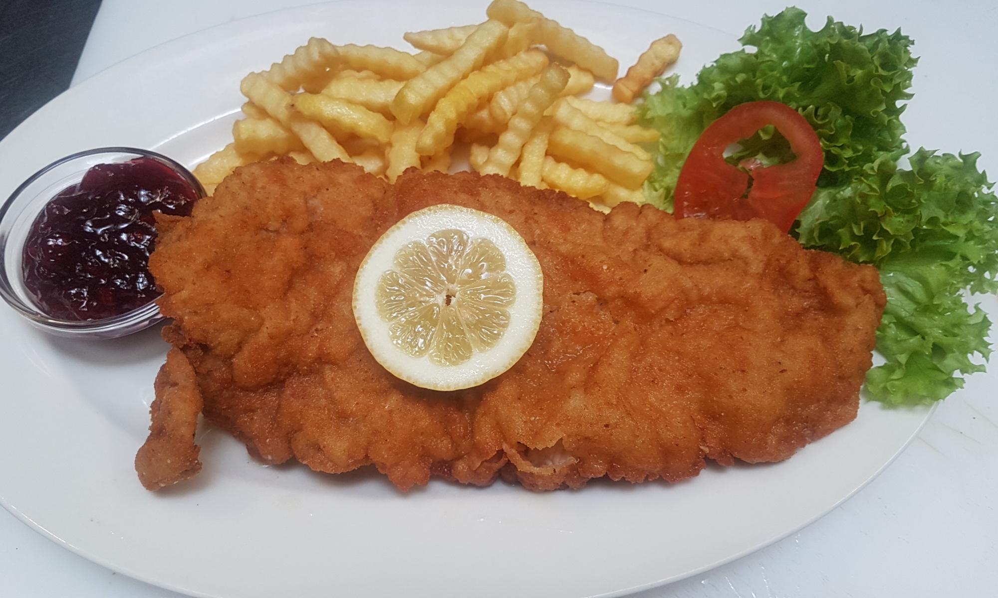 Cordon Bleu mit Reis bzw. Pommes Frittes und Preiselbeeren , Nickis Restaurant, Fritz Semper, Gmünd