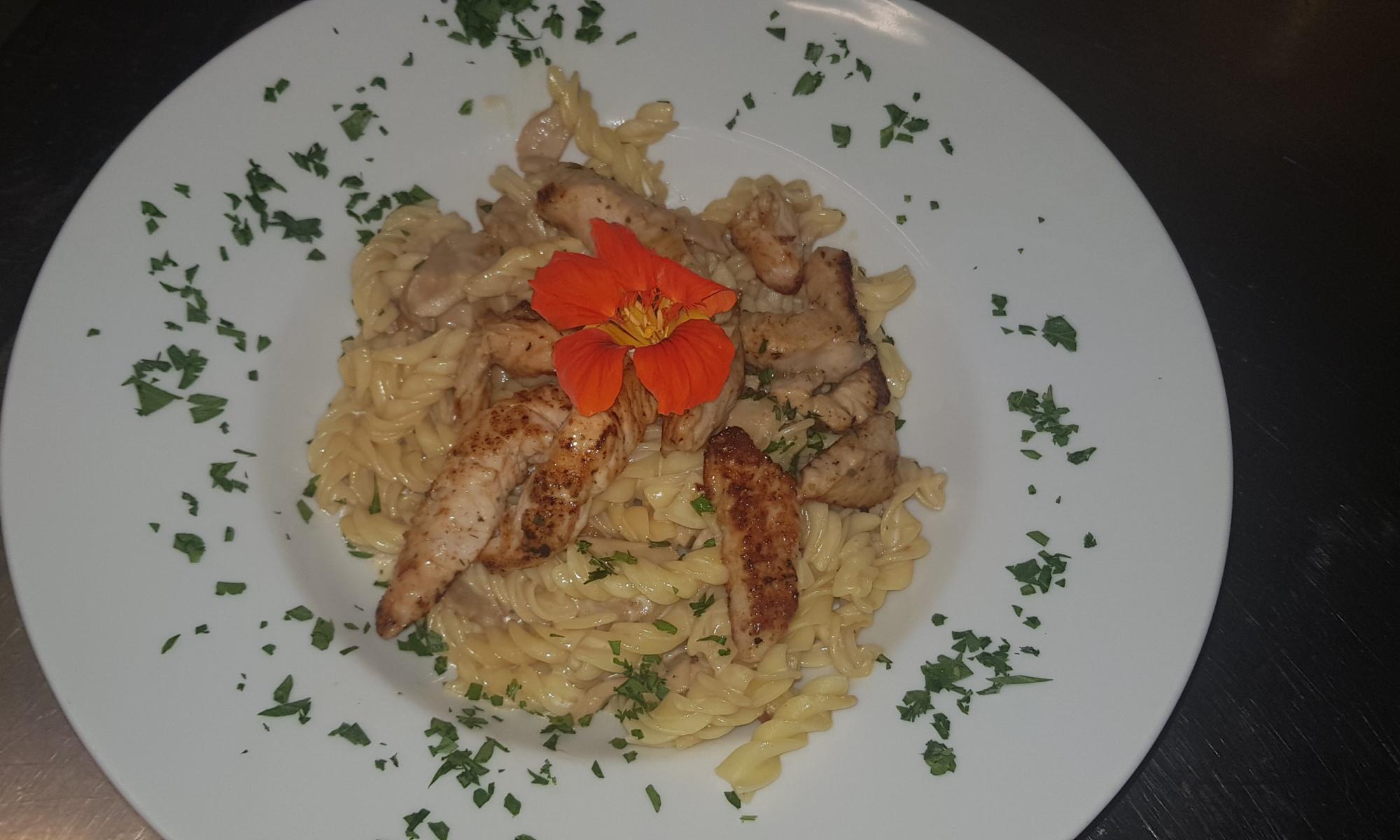 Eierschwammerlrahm Nudeln mit gegrillten Putenstreifen, Nickis Restaurant, Fritz Semper, Gmünd